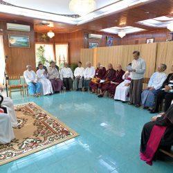 Papa encontra líderes religiosos em Mianmar